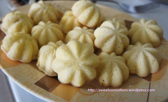 Malaysian Mini Sponge Cake: Kuih Bahulu, & Kuih Cara Manis | Sweet ...